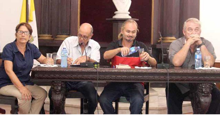 De izquierda a derecha, Teresa Díaz Canals (moderadora), Ovidio D'Angelo, Dmitri Prieto y Manuel Calviño.