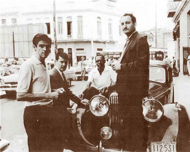 De derecha a izquierda: Baragaño, con los pintores Guido Llinás, Hugo Consuegra y un amigo, en 1959.