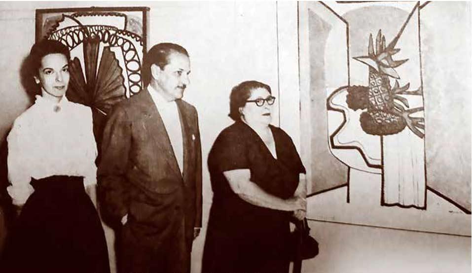 Acto inaugural de una exposición de Amelia Peláez (a la derecha) en el Lyceum en marzo de 1957.