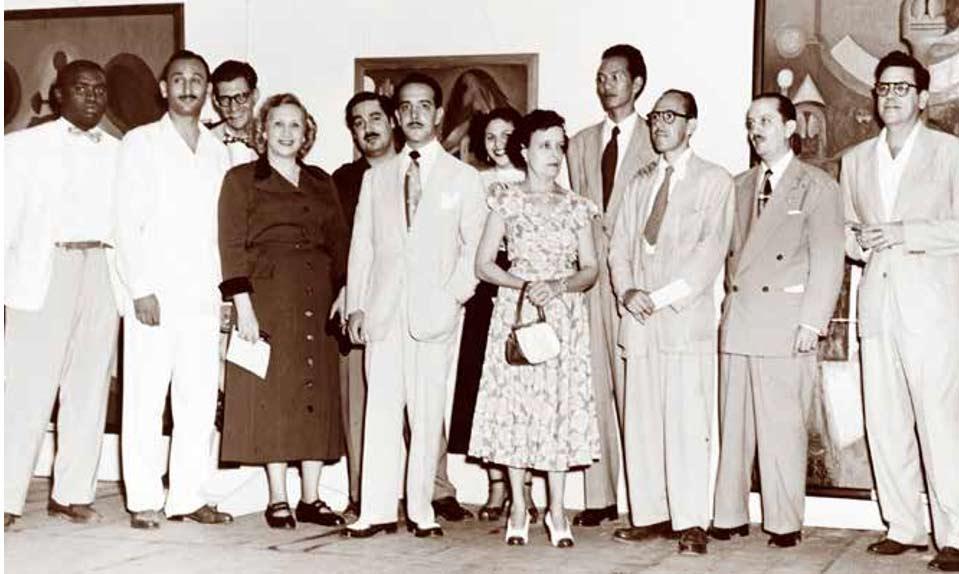 Inauguración de una exposición de pintura en el Lyceum en 1950. Sobresale, al fondo, Wifredo Lam.