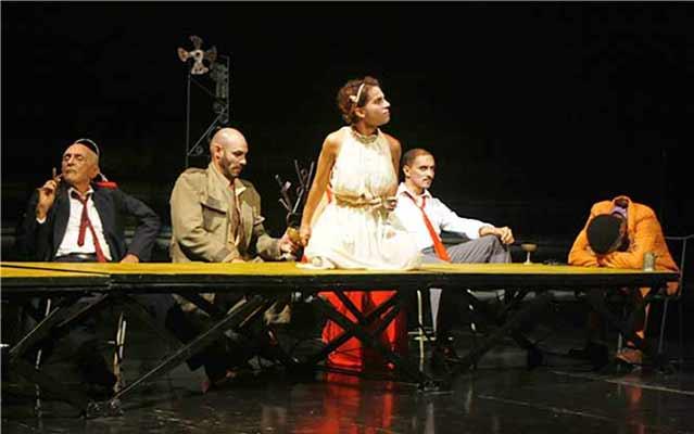 «Ájax y Casandra» es una obra de Reinaldo Montero, dirigida por Sahily Moreda. Foto de Rafael Olivera Hernández, tomada de la página web de la UNEAC