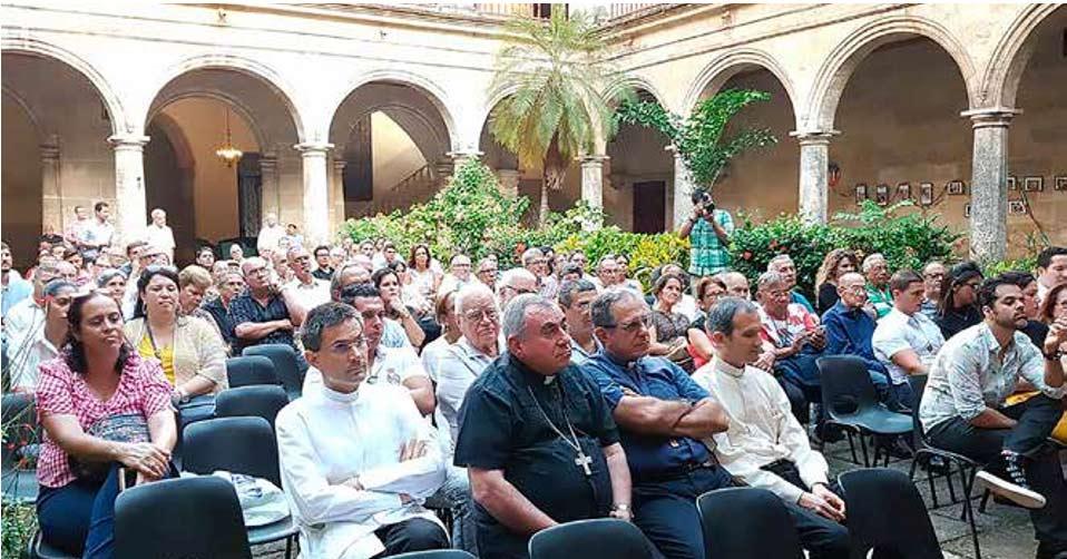 Público asistente a la presentación del documental Benedicto XVI, en honor a la verdad en el Centro Cultural Padre Félix Varela.