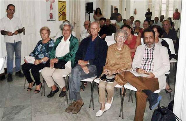 Rafael Morante, al centro. A su izquierda su esposa, la editora Teté Blanco y el autor de este artículo.