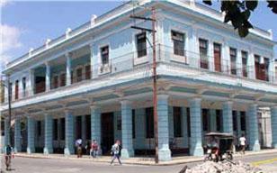 Antigua sede del Club Atenas en la esquina de Ignacio Agramonte (Zulueta) y Apodaca, La Habana Vieja. (Foto Pablo Argüelles)