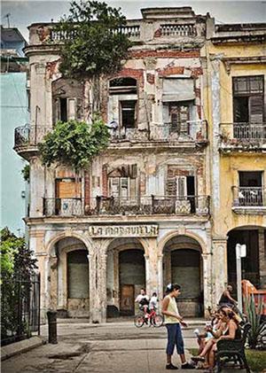 Edificio en ruinas en la esquina de Villegas y Amargura.