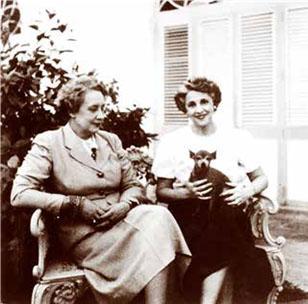 Lydia Cabrera y María Teresa de Rojas.