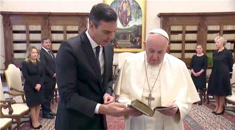 El papa Francisco y Pedro Sánchez, Presidente del Gobierno de España.