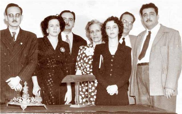 Octavio Smith a la izquierda, después de haber impartido una conferencia en el Ateneo de La Habana en los años 40. A la derecha Lezama Lima, Agustín Pi y, detrás, Eliseo Diego.